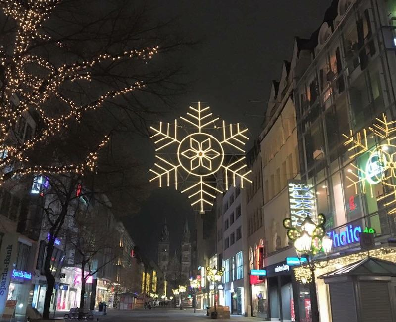 Holiday+lights+illuminate+the+streets+of+Germany.